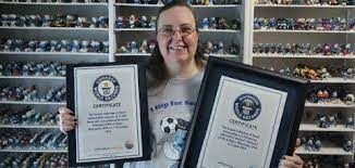 Wisconsin woman nearly doubles her Smurfs collecting record